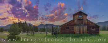 betty dick barn, buckaroo barn, grand lake, rocky mountain national park, RMNP, never summer range, never summer mountains, west, evening, sunset, barn, fence, panorama