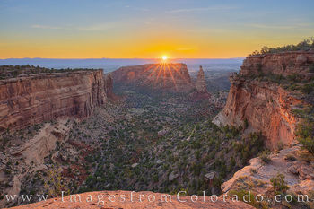 monument canyon, independence monument, grand junction, sunrise, morning, fruita, rim rock road, western colorado, colorado plateau