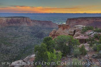 Monument Canyon at Sunrise 627-3