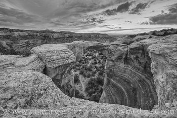 rattlesnake canyon, rattlesnake arch, arches, canyons, black and white, mcinnis canyon, grand junction, fruita, sunset, remote, rugged