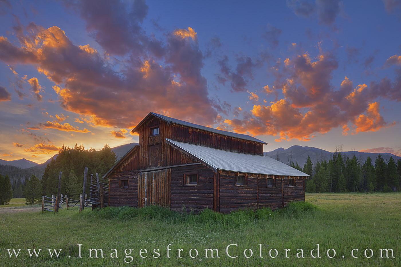 little buckaroo barn, betty dick, fred dick, rocky mountain national park, never summer mountains, Kawuneeche Valley, RMNP, sunset, summer, evening, barn, homestead, photo
