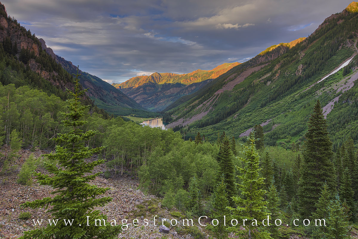On a walk from Crater Lake back to Maroon Lake, I climbed up a small, rocky ridge to photograph the fading light of sunset as...